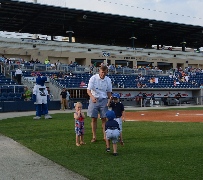 decorative image of 021 , Blue Wahoos Alumni Night 2015-08-06 14:08:17