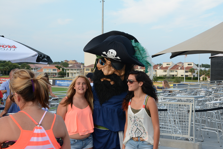 decorative image of 031 , Blue Wahoos Alumni Night 2015-08-06 14:08:25