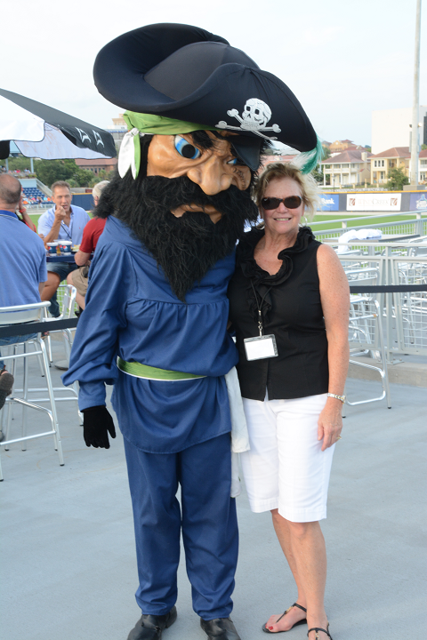 decorative image of 032 , Blue Wahoos Alumni Night 2015-08-06 14:08:26