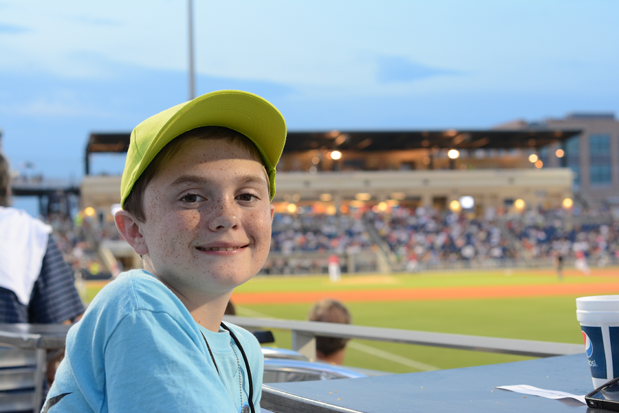 decorative image of 118 , Blue Wahoos Alumni Night 2015-08-06 14:07:27